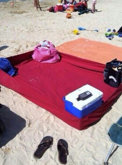Fitted sheet on beach
